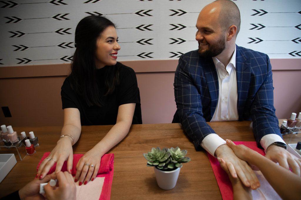 Maniorpedi founders getting nails done